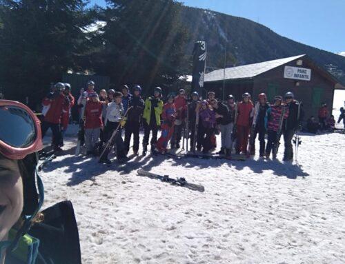 Els alumnes d'EAS gaudeixen de l'esquí